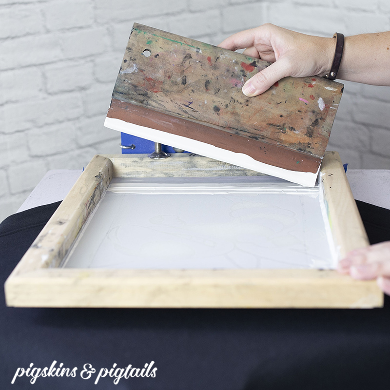 Tips for Screen Printing White Ink on Dark Fabrics