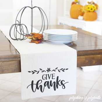 DIY Thanksgiving Table Runner | Screen Printing with Vinyl
